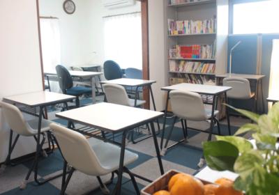 落ち着いた雰囲気の学習スペース