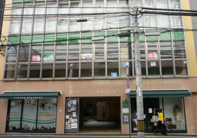 松山三越南側(ニ番町通り)のビルです。